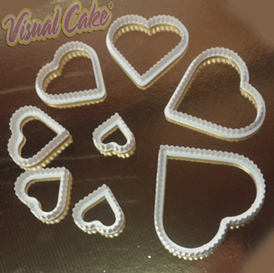 Plastic cutter hearts medium 8 pzs